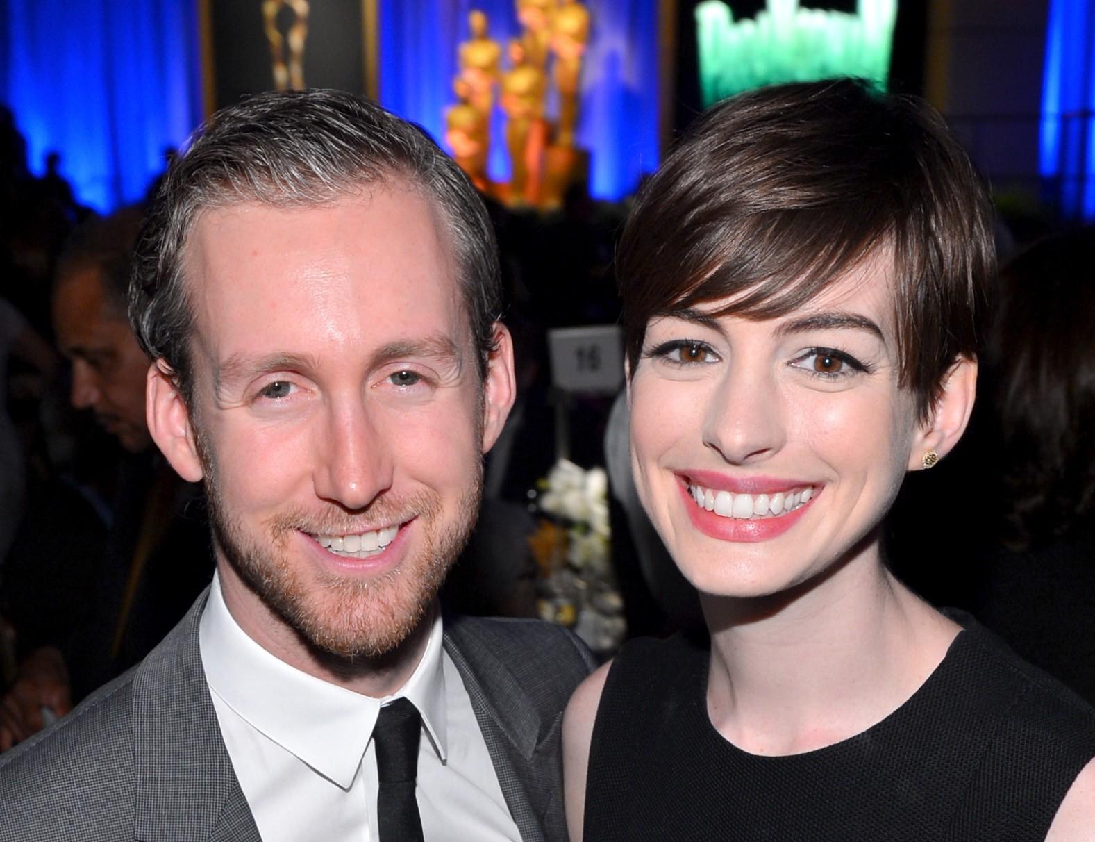 Adam Shulman e Anne Hathaway (Foto: Divulgação)