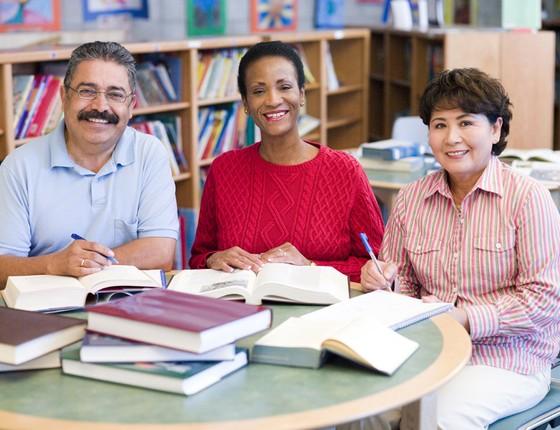 Cerca de 758 milhões de adultos não têm acesso a um direito indispensável na aprendizagem do cidadão (Foto: Thinkstock/Getty Images)