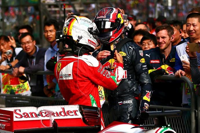 Sebastian Vettel e Daniil Kvyat no GP da China (Foto: Getty Images)
