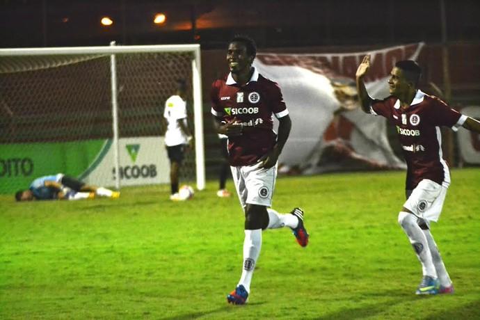Meia-atacante Dinda estreou pela Desportiva marcando um gol contra o Castelo (Foto: Henrique Montovanelli/Desportiva Ferroviária)