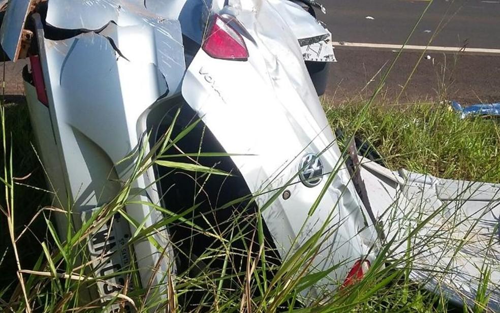 Duas pessoas estavam no carro no momento do acidente em Vitória Brasil (Foto: Divulgação/Tony Ramos/ Rádio Assunção de Jales )