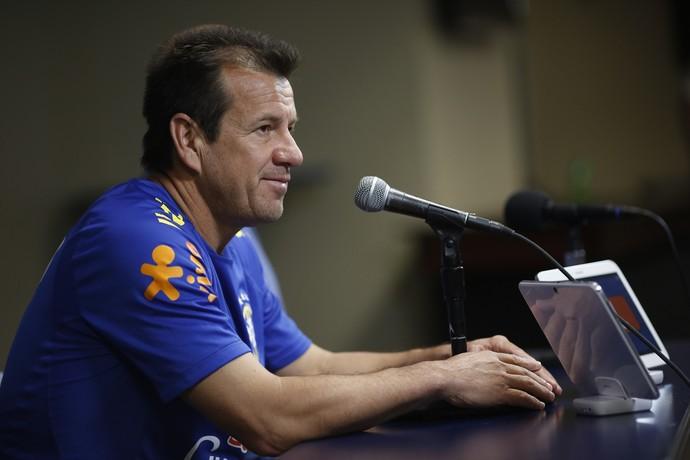 Dunga durante coletiva de imprensa Seleção Brasileira (Foto: Leo Correa / Mowa Press)