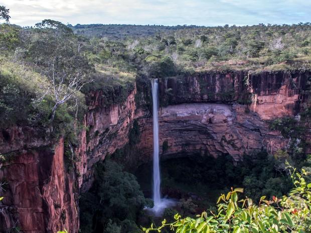 Cachoeira Véu de Noiva fica no Parque Nacional de Chapada dos Guimarães, em Mato Grosso (Foto: Rafaella Zanol - Gcom/MT)