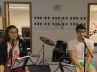 Enzo Celulari posta vídeo cantando 'Águas de março'