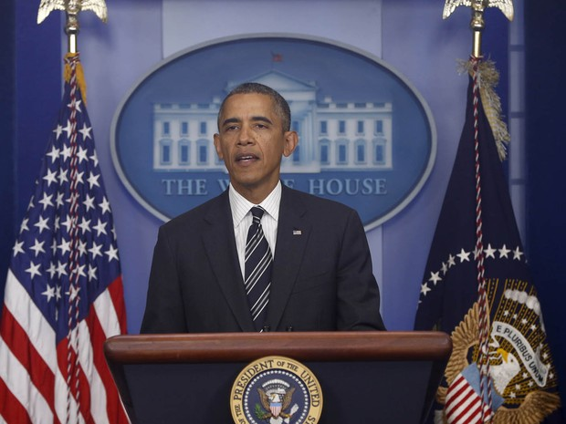 O presidente Barack Obama faz uma declaração sobre a luta orçamento no Congresso e desafios da política externa (Foto: Charles Dharapak/AP)