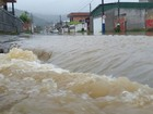 Chuva volta a causar alagamentos e deslizamentos em cidades de SC