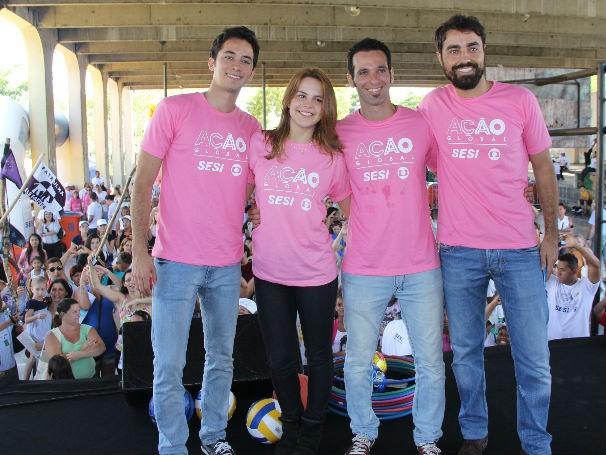 Os atores Gabriel Falcão, Bianca Salgueiro, Ricardo Pereira e Mouhamed Harfouch participam da Ação Global na Ilha do Governador (Foto: Divulgação / Paula Gabrielle)