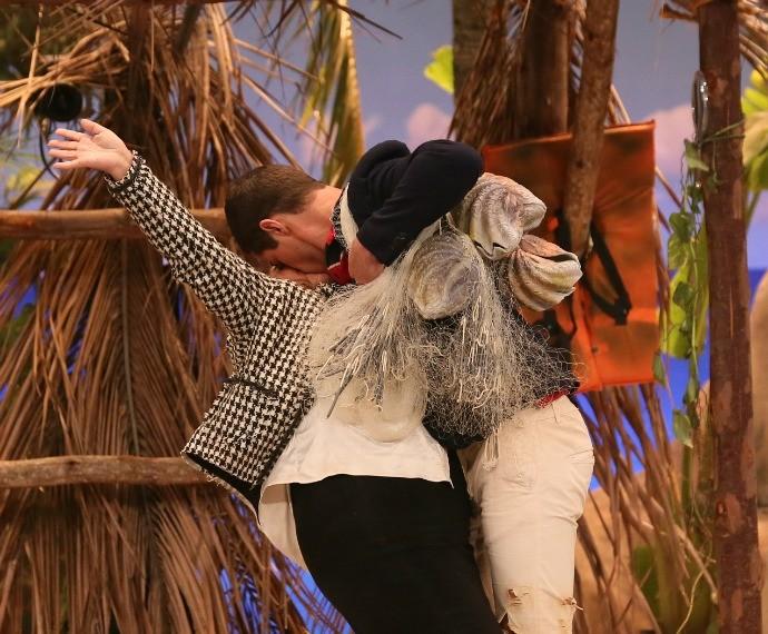 José Loreto também tascou beijão em Fabiana Karla (Foto: Isabella Pinheiro/Gshow)