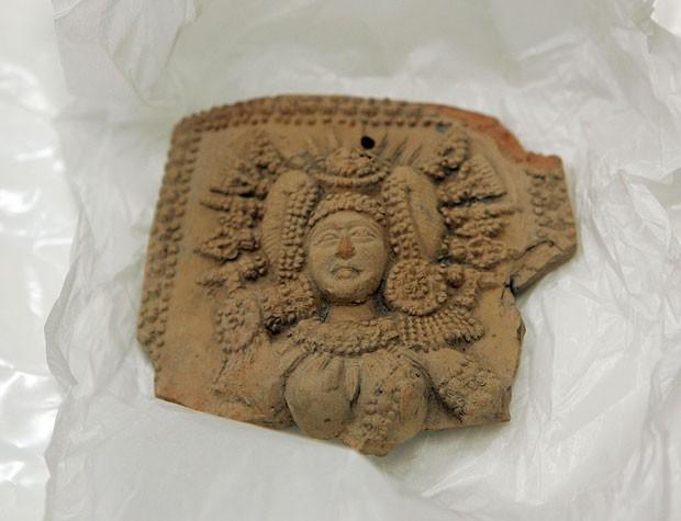 Um dos objetos antigos que supostamente foram roubados na Índia e foram parar no Museu de Arte de Honolulu (Foto: Caleb Jones/AP)