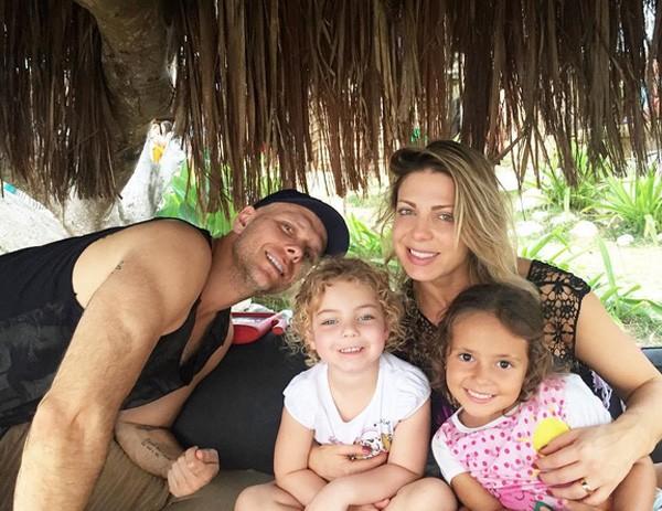 Sheila Mello com Xuxa, a filha e uma amiguinha dela (Foto: Reprodução/Instagram)