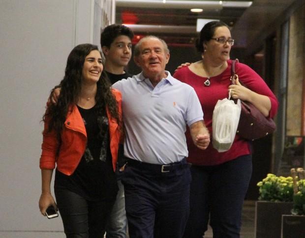 Renato Aragão e família (Foto: Marcus Pavão/AgNews)