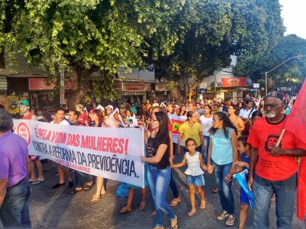 Manifestantes percorreram algumas ruas da cidade (Foto: Zana Ferreira/G1)