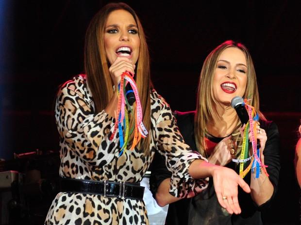 Ivete e Claudinha cantam juntas na abertura do programa 'Altas Horas' (Foto: Reinaldo Marques / Gshow)