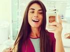 Nicole Bahls faz 'selfie' antes de academia e recebe elogios