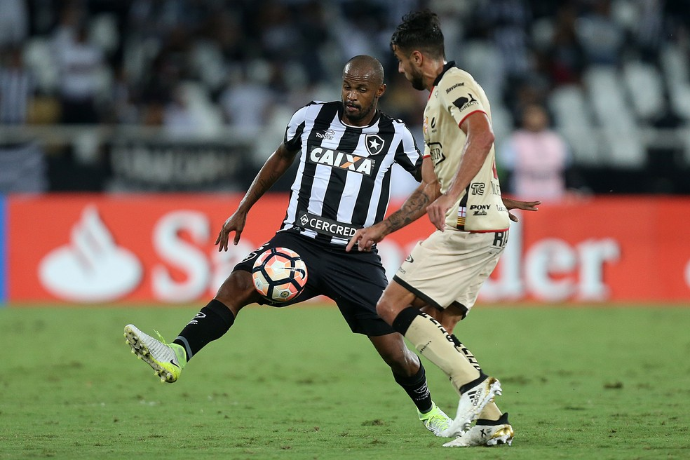 Airton foi o principal jogador do Botafogo na noite desta terça-feira (Foto: Vitor Silva / SS Press / Botafogo)