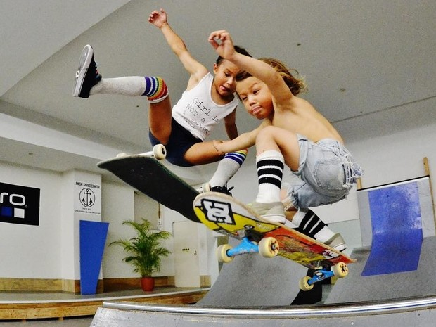 Sky e Ocean Brown, talento no skate e no surfe aos 8 e 4 anos (Foto: Reproduo/Instagram)