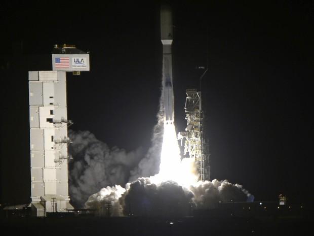 Foguete é lançado com satélite do agência de inteligência dos EUA (Foto: Gene Blevins/Reuters)
