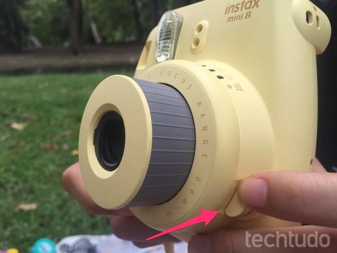 Pressione o botão ao lado da lente para ligar a câmera (Foto: Lucas Mendes/TechTudo)