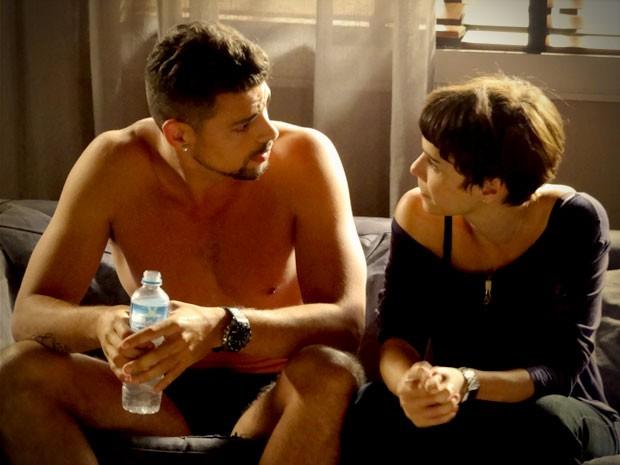 Nina diz a Jorginho que não vai sossegar até colocar Max na cadeia (Foto: Avenida Brasil/TV Globo)