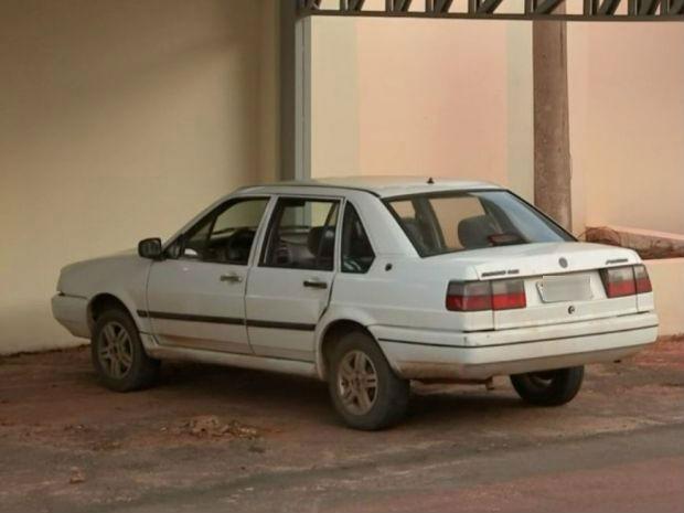 Padrasto perseguiu carro onde estava a família do adolescente e fez vários disparos (Foto: Reprodução/TV TEM)
