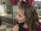 Menina deixa cabelo crescer por 7 meses para poder doar para crianças