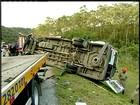 Acidente entre van e carreta deixa 2 mortos e feridos em Casimiro, RJ