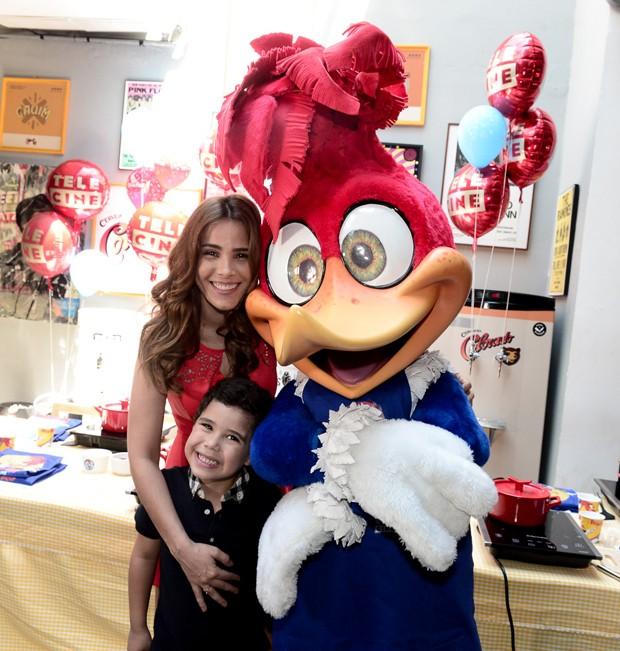 Wanessa Camargo, o filho José Marcus e o Pica Pau (Foto: Francisco Cepeda/AgNews)