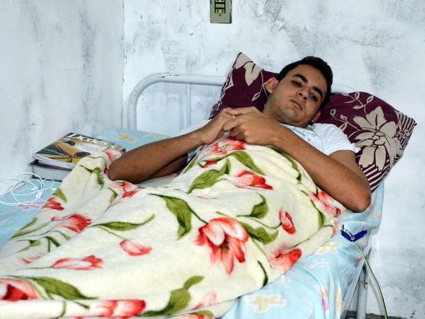 Ferido por 1 tonelada de vidro vive há 3 meses acamado à base de morfina em Piracicaba (Foto: Fernanda Zanetti/G1)