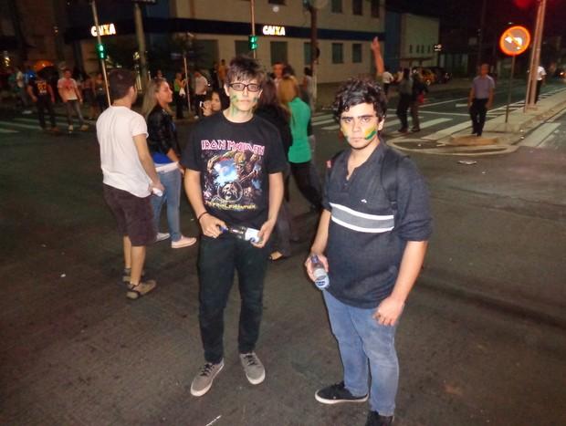 Adolescentes participam de manifesto em Limeira nesta quinta-feira (Foto: Raphael Justino/colaboração para o G1)