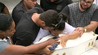 Bebê de 8 meses morta em acidente em Copacabana é enterrada