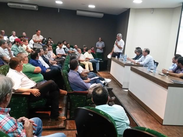 Pecuaristas e autoridades políticas discutem ideias para maior valorização do gado de corte em Rondônia (Foto: Toni Francis/G1)