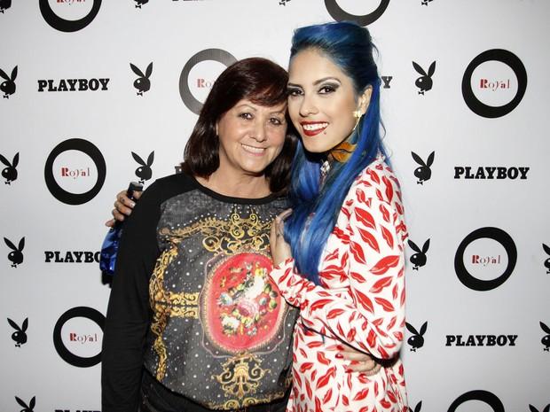 Tati Zaqui com a mãe, Eloisa, em festa em São Paulo (Foto: Celso Tavares/ EGO)