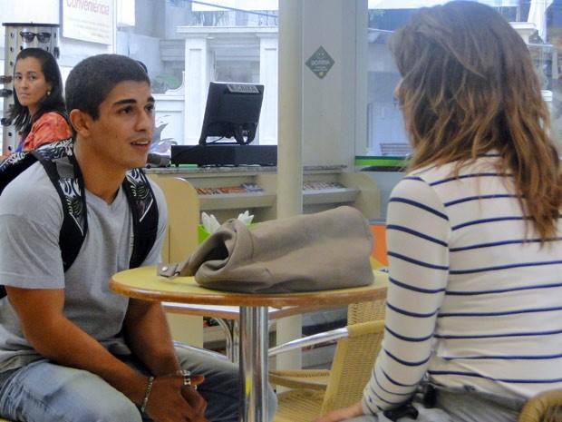 Jeff avisa Laura que Bernardo é péssima influência para Débora (Foto: Malhação / Tv Globo)