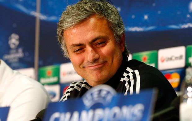José Mourinho, técnico do Real Madrid, em coletiva (Foto: Reuters)