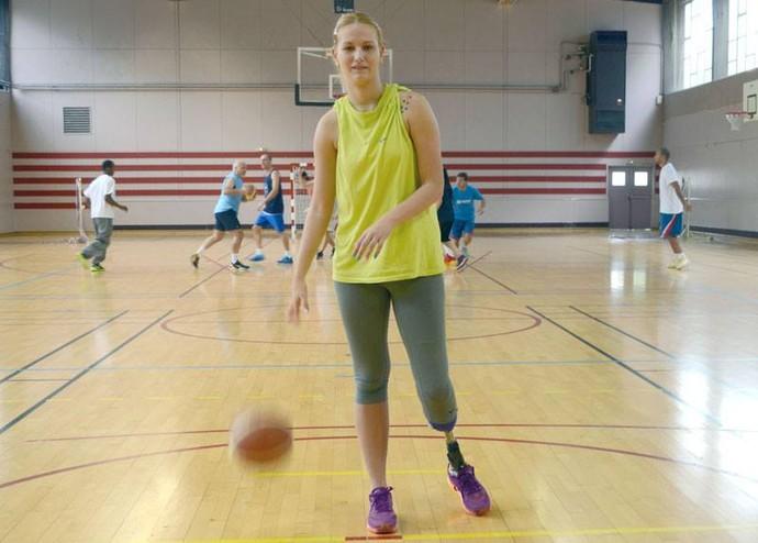 Depois de ter sua perna amputada, Natasa Kovacevic voltará a jogar profissionalmente nesta quarta  (Foto: Arquivo pessoal/Facebook)