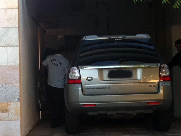 Carro de luxo foi apreendido na casa dos suspeitos, em Caicó (Foto: Igor Jácome/G1)