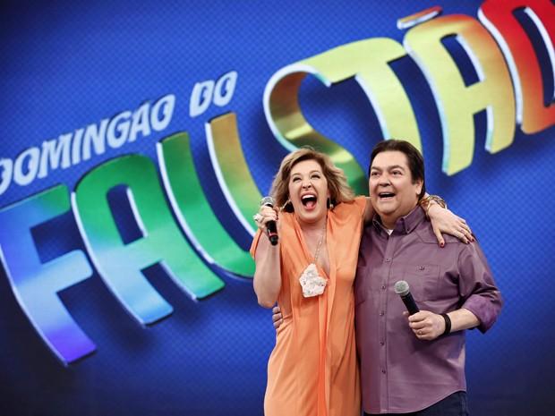 Claudia Raia e Fausto Silva gravam cena de Alto Astral (Foto: Inácio Moraes/ TV Globo)