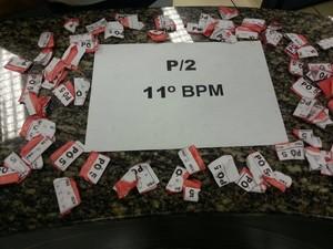 Droga estava com os três suspeitos (Foto: P2 11º BPM/Divulgação)