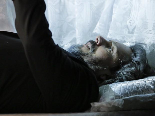 Zé acorda e lembra que Josué tomou algumas precauções (Foto: Felipe Monteiro/ Gshow)