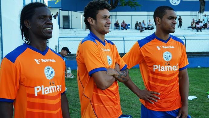 Bira (ao centro) não treinou com a equipe (Foto: Felipe Martins/GLOBOESPORTE.COM)