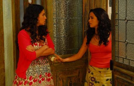 Com Giovanna Antonelli em cena de 'Viver a vida' (2010), na qual interpretou Soraia Renato Rocha Miranda/ TV Globo