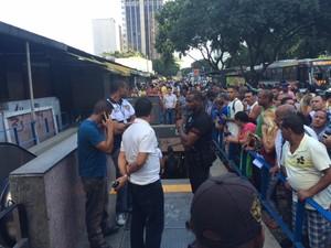 Estação Uruguaiana foi fechada após homem ser baleado (Foto: Cristina Boeckel/G1)
