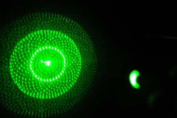 Feixe de luz  de laser verde ameaça procedimento de pouso e decolagens em MS (Foto: rafa)