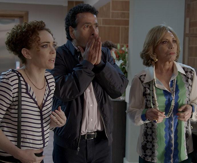 Maria José, Aderbal e Consuelo descobrem que Laís está em estado grave (Foto: TV Globo)
