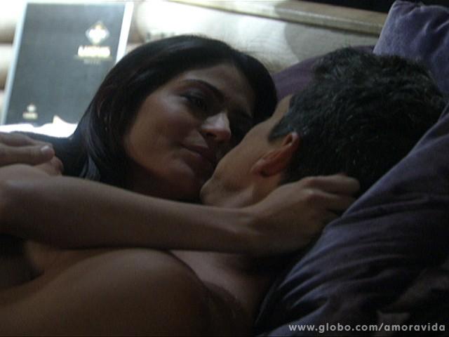 Silvia e Guto estão no quarto ao lado (Foto: Amor à Vida/ TV Globo)