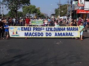 Aniversário do bairro contou com desfile cívico (Foto: Reprodução/TV Integração)