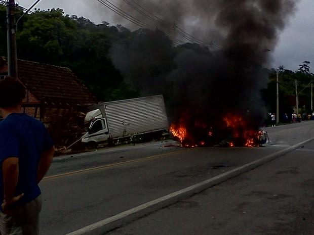 Avidente foi registrado por um internauta de Blumenau (Foto: Luis Henrique Pereira)