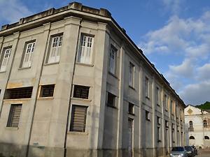 O prédio da antiga alfândega foi recuperado e está prestes a ter sua reforma concluída (Foto: Juliana Brito/G1)