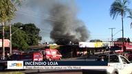 Incêndio deixa loja de pneus destruída, em Goiânia