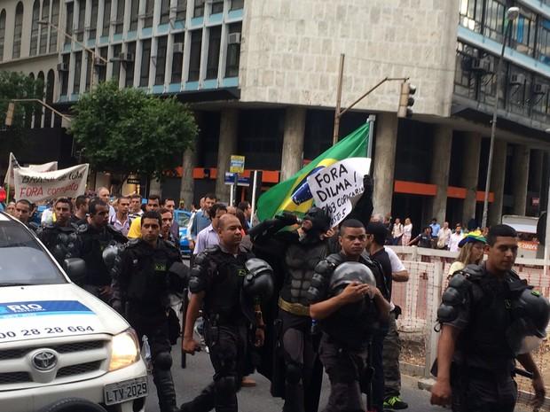 PM fez a escolta da passeata (Foto: Henrique Coelho / G1)